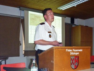 Klaus Haug stellt den Kreisfeuerwehrverband vor.
