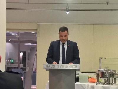 Steinheims Bürgermeister Thomas Winterhalter bei seinem Grußwort