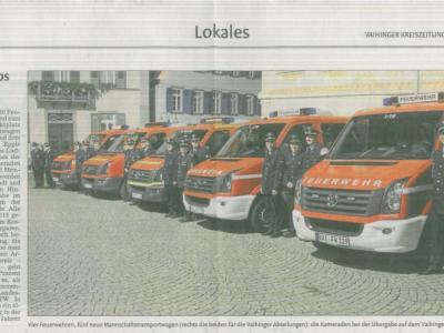 Mannschaftstransportwagen vor Rathaus Vaihingen
